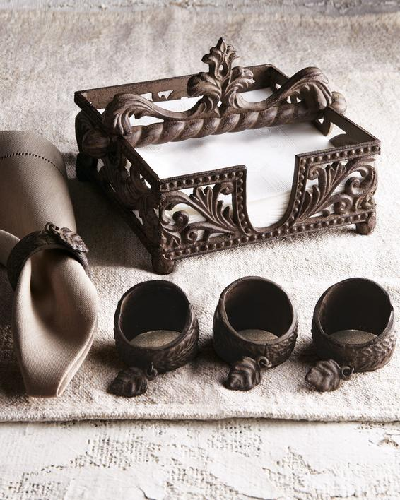 Set of metal napkin rings